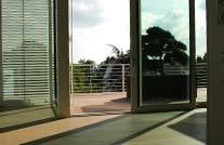 terrassenhoelzer aus wpc auf moderner penthouse terrasse