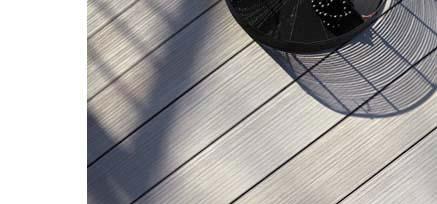 wpc terrassendielen von mydeck von oben mit dekoschale und schatten von terrassengel nder. Black Bedroom Furniture Sets. Home Design Ideas