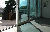 Bilck auf moderne Terrasse von MYDECK