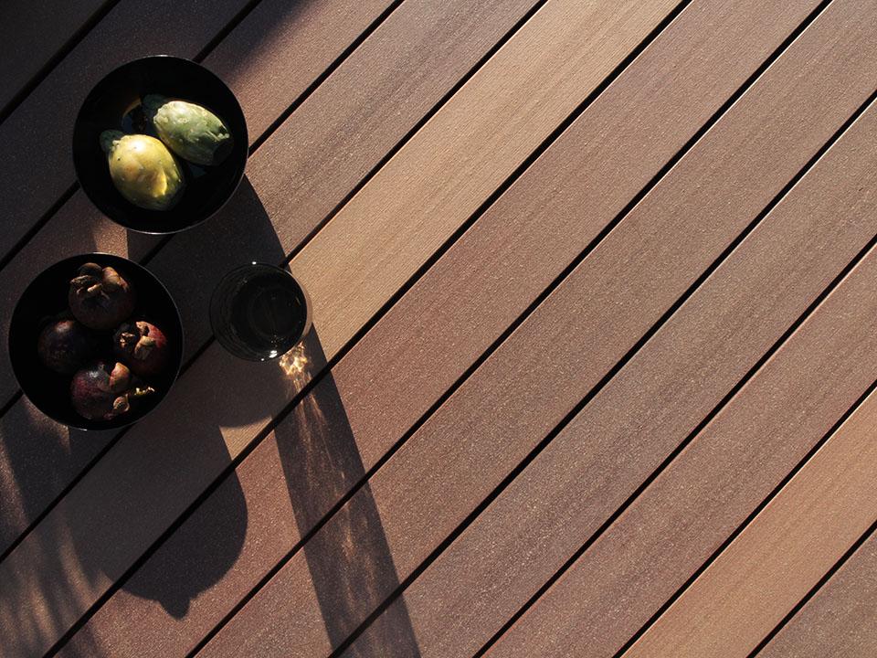 balkonbelag aus dem premium holz kunststoff verbundsstoff. Black Bedroom Furniture Sets. Home Design Ideas
