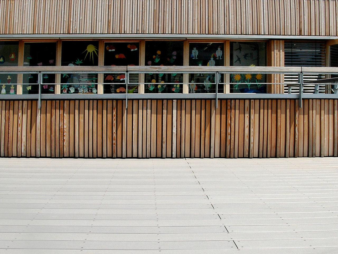 MYDECK Terrasse Schule grau