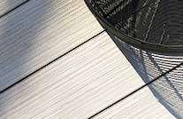 Terrasse im farbton space mit tablett von lambert