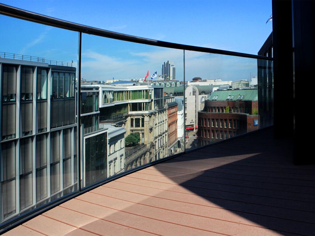 Terrassenbretter aus WPC (Premium Qualität) auf Terrasse in Hamburg mit Weitblick