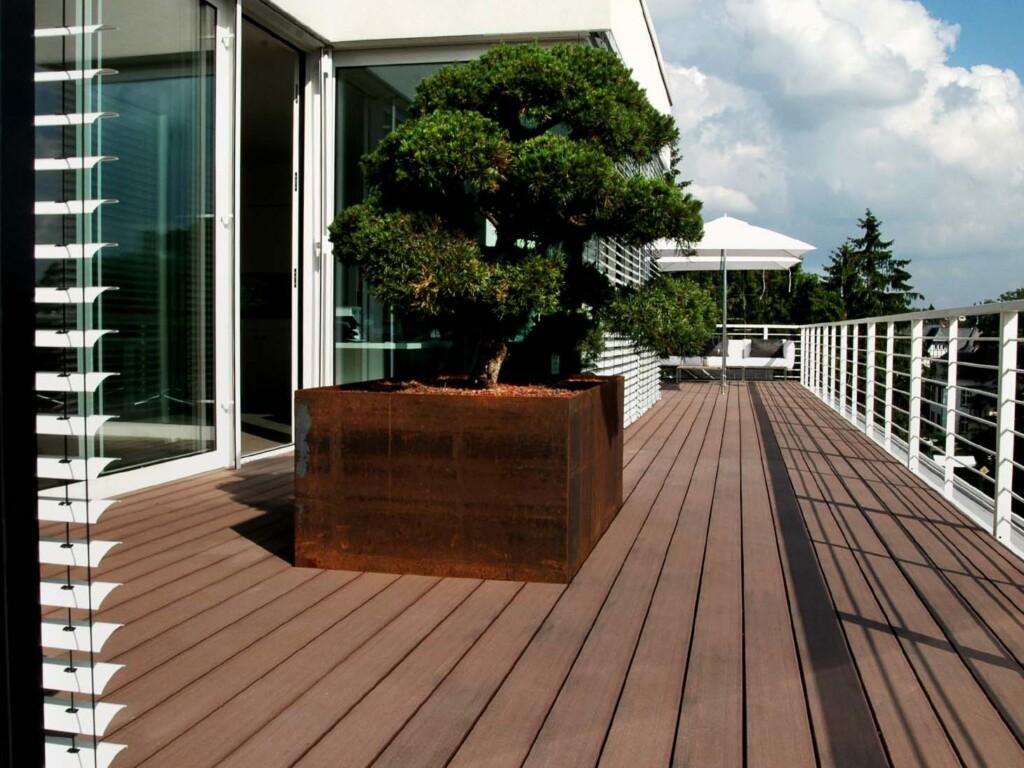Dachterrasse mit WPC Terrassendielen in braun
