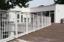 Terrasse einer KiTa mit Dielen aus nachhaltiger forstwirtschaft