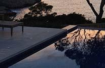 terrasse mit wpc barfußdielen der kollektion rio bei sonnenuntergang