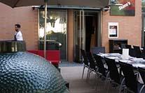 terrassenboeden von mydeck auf restaurantterrasse in münchen