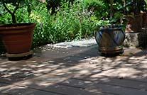 terrassengestaltung mydeck braun im mediteranem Design