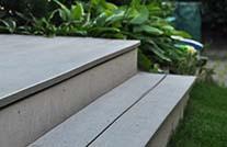 wpc terrassenbretter der kollektion boston auf treppenstufen verlegt