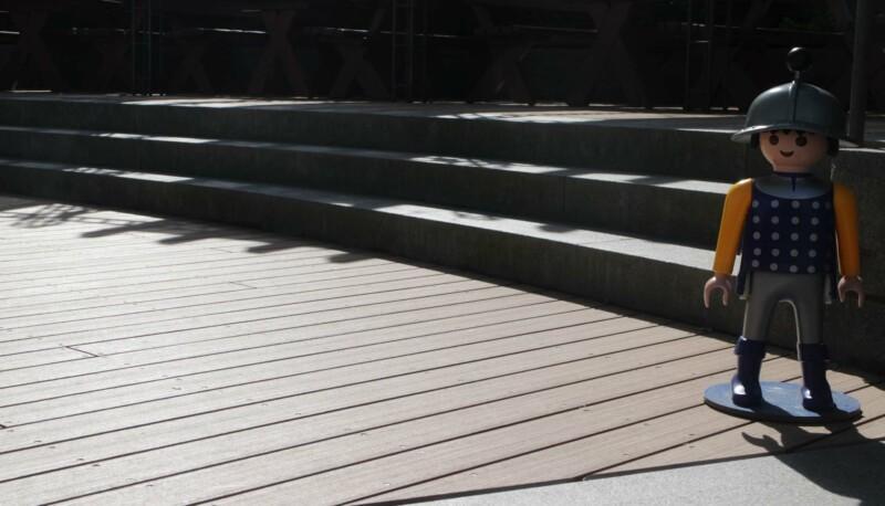 WPC Außenfläche im Fun Park Zirndorf mit halbrunder Treppe