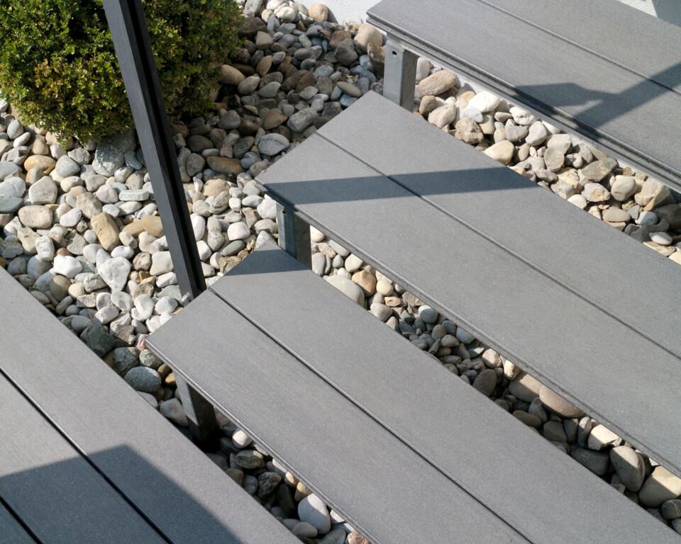 Treppenstufen mit WPC Dielen massiv auf Stahlkonstruktion