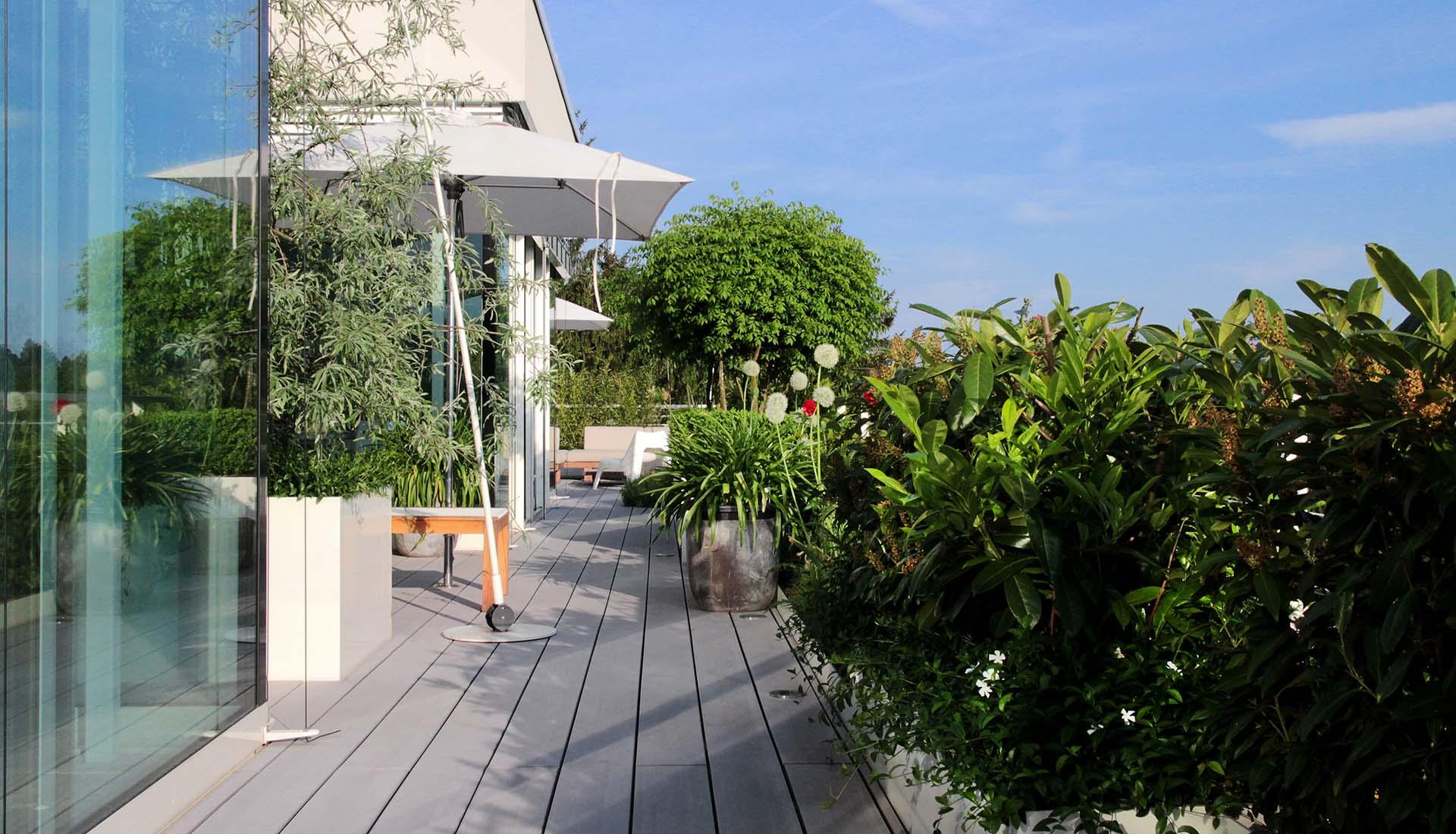Terrasse mit grauen WPC Dielen