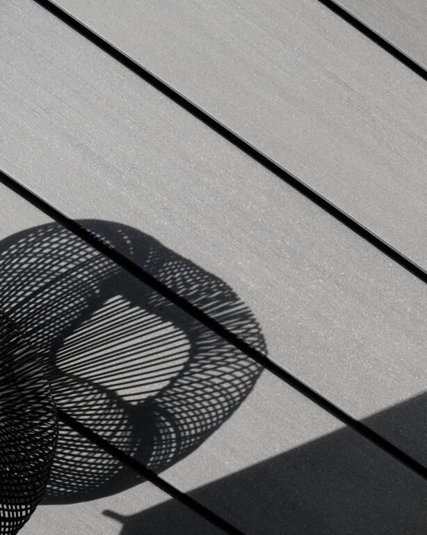Premium Massivdielen mit glatter Oberfläche und modernen, prämierten Design - schraubenfrei verlegt