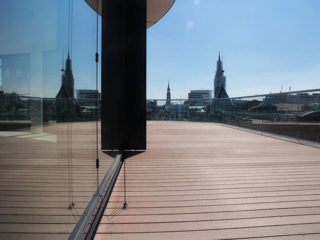 Blick von der Dachterrasse mit WPC Dielen über Hamburg
