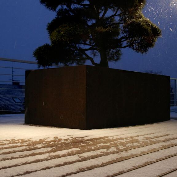 Auf den WPC Terrassendielen kann bei Schnee und Eis Natriumchlorid und Sand gestreut werden.