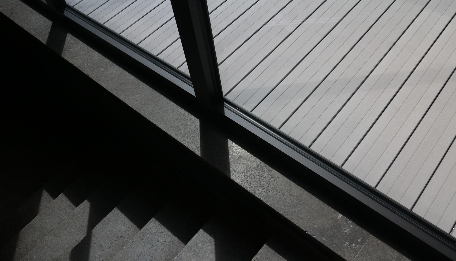 Die optimale verlegerichtung auf der terrasse oder des balkons for Fenster quer