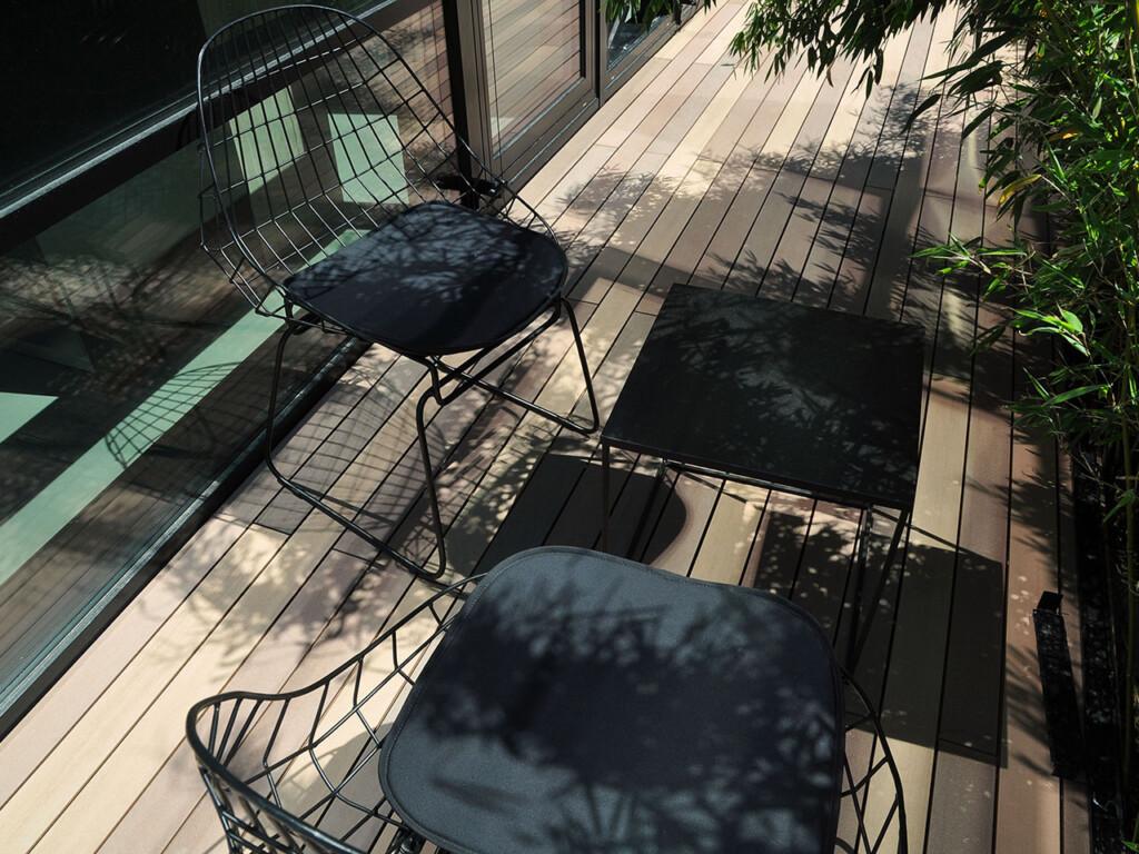 Weltweit neues belebtes Farbdesign für WPC Terrassendielen in schmaler Breite