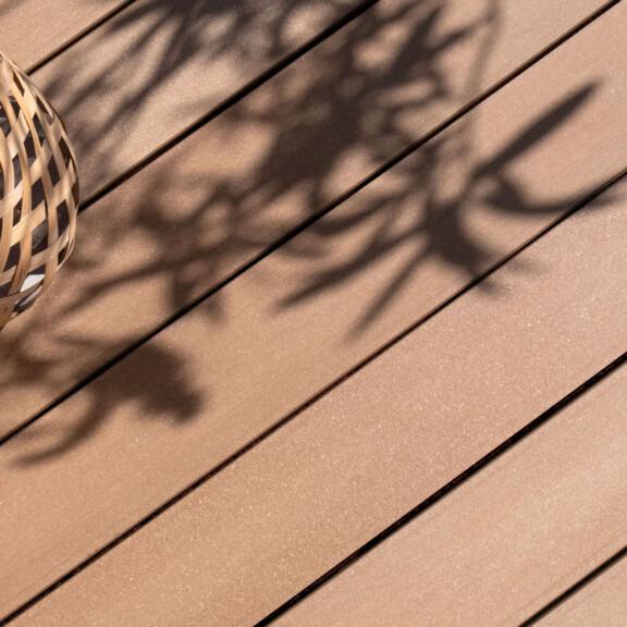 Für mobile Version: Für mediterranes Design auf dem Balkon - hellbraune WPC Balkondielen von MYDECK