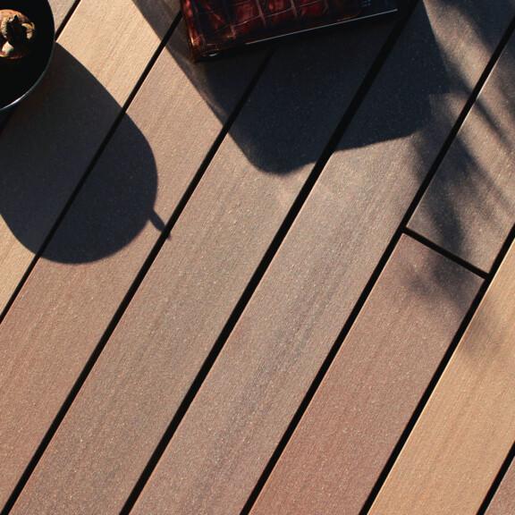 Langlebige WPC Dielen für die Terrasse mit bildschönem Design - prämiert mit dem German Design Award