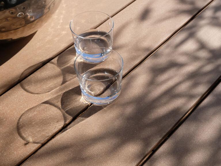 Größe für Mobile Version: Terrassenbelag aus Holz und Polytehylen in braun mit glatter Oberfläche und schraubenfreier Verlegung