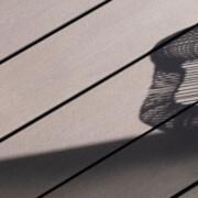 Design WPC Terrassendielen in grau für zeitlos, modernes Design auf der Terrasse