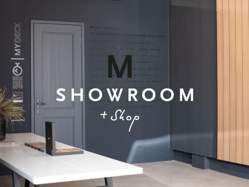 Showroom von MYDECK Premium WPC Dielen. Raum anthrazit gestrichen mit Muster der WPC Dielen an der Wand.