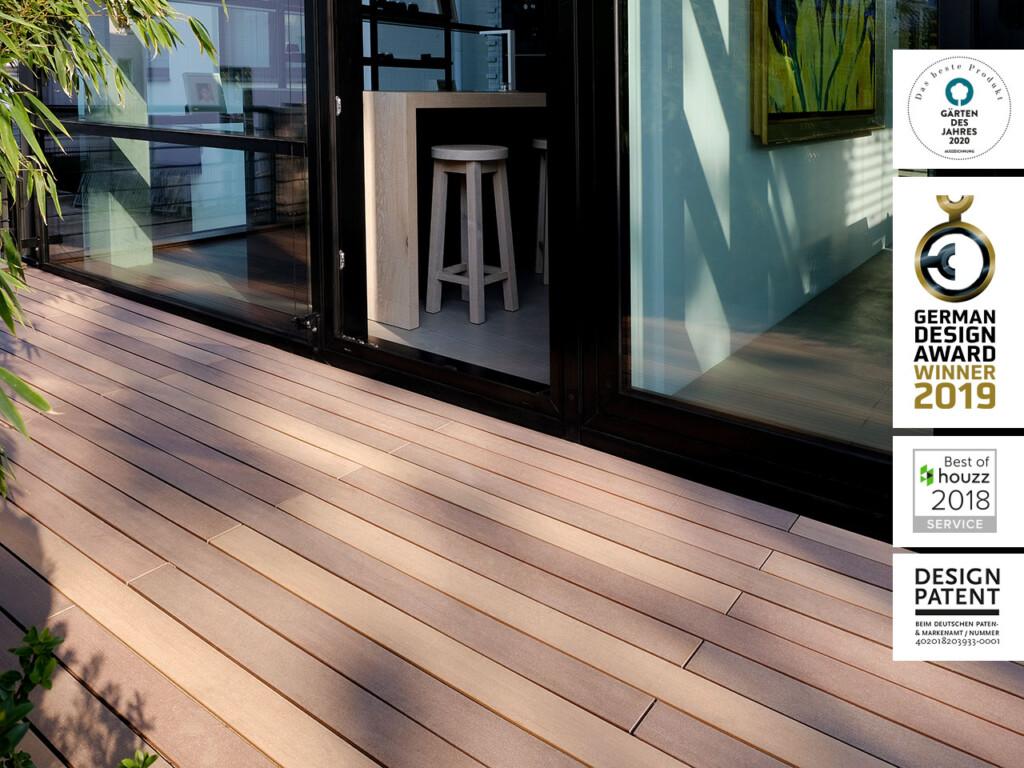 Mehrfarbiger Terrassenbelag aus Premium WPC in Farben die von Tropenholzdielen inspiriert sind.