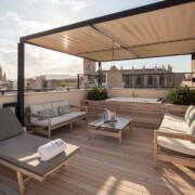 Sandbraune WPC Dielen auf Dachterrasse mit Blick über Palma, Bild im Querformat