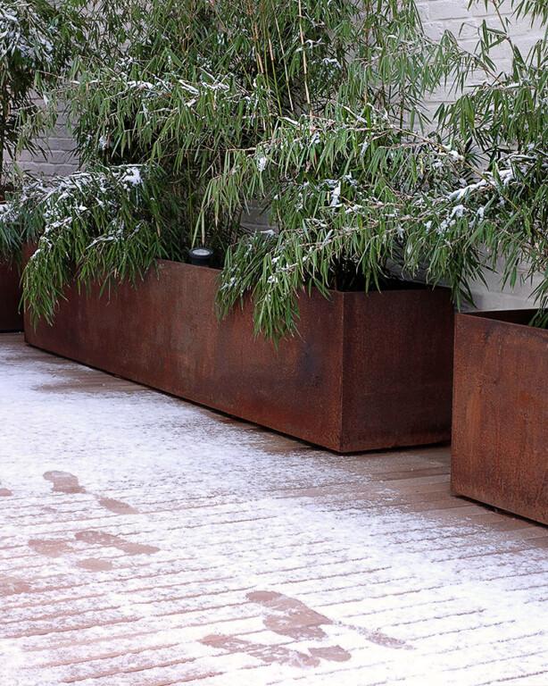 Wetterfeste Terrasse nach Schneefall - beständig und schön zu allen Jahreszeiten