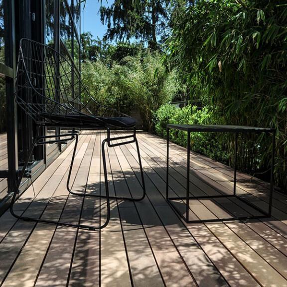 Terrassendielen aus WPC, die von den Holztönen, generu den verschiedenen Brauntönen von Tropenholz, inspiriert sind.